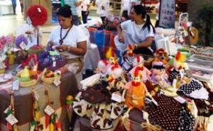 Mostra de artesanato é realizada no Shopping Parangaba