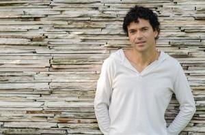 Jorge Vercillo faz live no Sintonia do Bem