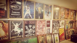 Amici´s coloca acervo de quadros e peças à venda