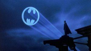 Bat-Sinal aparecerá no céu de São Paulo em homenagem aos 80 anos do Batman