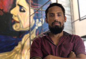 Artista cearense, Juca Máximo expõe obras na Índia e é capa da revista Exclamation Magazine, na Flórida