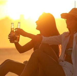 Cerveja Corona convida a curtir experiências nas praias do Nordeste durante o Réveillon