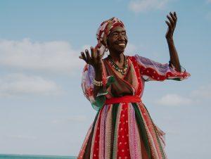 "Lia de Itamaracá, apresenta show ""Ciranda de Ritmos"" no Cineteatro São Luiz"