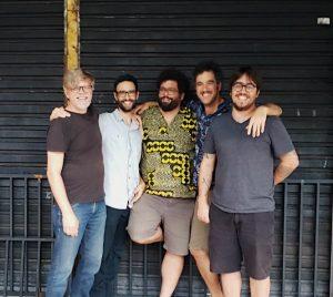 """Remobília, projeto de integrantes da extinta Móveis Coloniais de Acaju, lança single """"Sol no Rosto"""""""