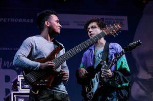 """Em trasmissão pelo YouTube, Michael Pipoquinha e Pedro Martins lançam disco """"Cumplicidade"""""""
