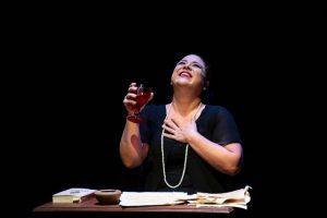 Teatro Brasil Tropical reabre ao público com o espetáculo Florbela