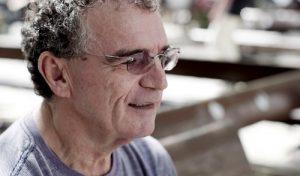 Gylmar Chaves estreia documentário em formato de espetáculo