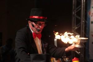 Praça do Ferreira recebe apresentações circenses