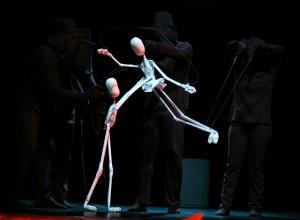 Grupo Bricoleiros apresentam Criaturas de Papel no Cuca Mondubim