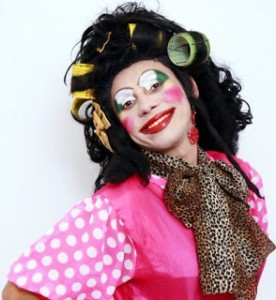 Dona Fransquinha apresenta show de humor no Shopping Parangaba