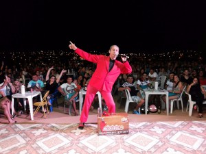 Humorista Mixirico faz apresentação no Shopping Parangaba
