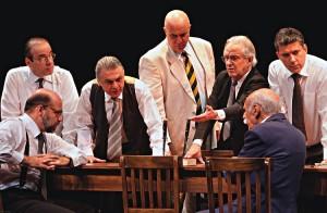 """Espetáculo """"12 Homens e uma Sentença"""" no Teatro Celina Queiroz"""