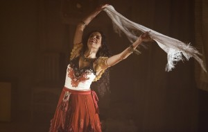 Carmem de Cervantes no Teatro Sesc Emiliano Queiroz