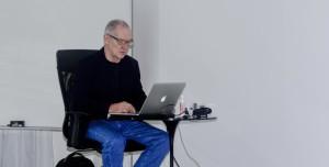 Artista escocês Charles Watson ministra workshop sobre criatividade em Fortaleza