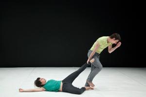 Ioannis Mandafounis apresenta Twisted Pair  na V Bienal de Dança/De Par Em Par