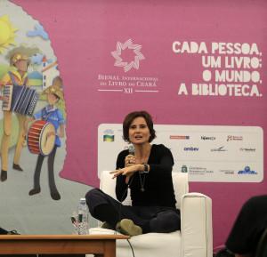 Participação de Eliane Brum e visitações escolares marcam a segunda-feira da XII Bienal Internacional do Livro do Ceará