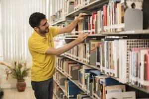 Sesc recebe doação de livros para Rede Mundial de Bibliotecas