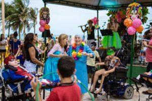 Baile infantil de inclusão social acontece na Praia de Iracema