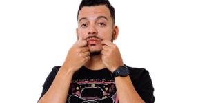 Rodrigo Marques apresenta seu show de humor no Theatro Via Sul