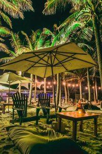 Gastronomia, reggae, surf music e rap animam noite  na Praia do Futuro
