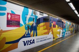 Com artistas convidadas, Visa e MetrôRio mudam  sinalização dos carros das mulheres
