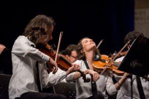 [MG] Orquestra Ouro Preto faz concerto em drive-in em tributo aos Beatles