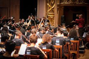 Orquestra Sinfônica Som+Eu promove concerto de Natal com Jorge Vercillo