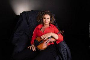 Ana de Oliveira lança CD e livro dedicados ao violino solo