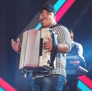 Grupo Menos é Mais, MC Mirella e Tarcísio do Acordeon são eleitos como as revelações da música no Brasil