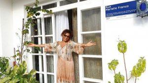 "Elisa Lucinda mostra sua casa no próximo episódio de ""Pode Entrar"", no Casa GNT, no YouTube"