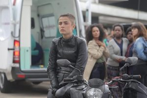 Maria Casadevall vive motogirl no filme 'Garota da Moto'